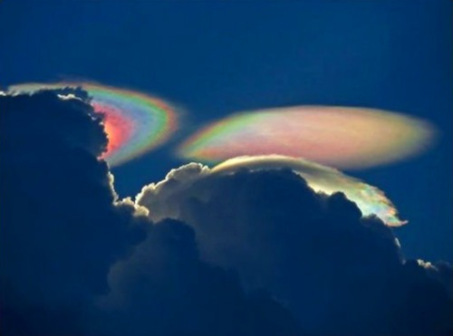 flyingsaucers_clouds.jpg